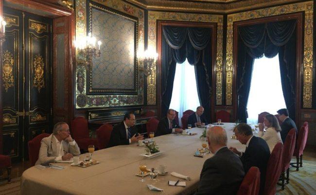 Foto Reunión con Luis Carranza web